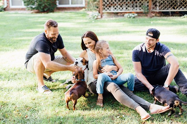 Your own backyard is sometimes the best place for photos. Love this end of summer lifestyle session with one of my favorite families❤