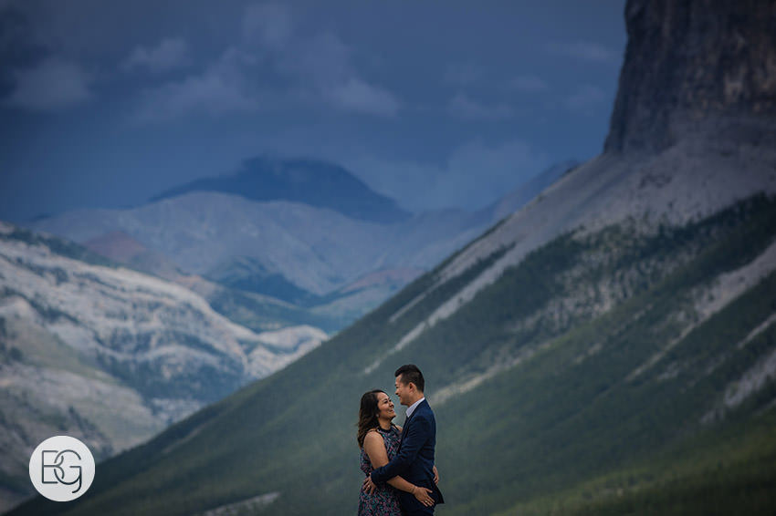Banff_wedding_photographers_engagement_AngelaWandy_02.jpg