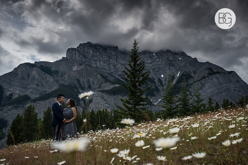 Banff_wedding_photographers_engagement_AngelaWandy_04.jpg