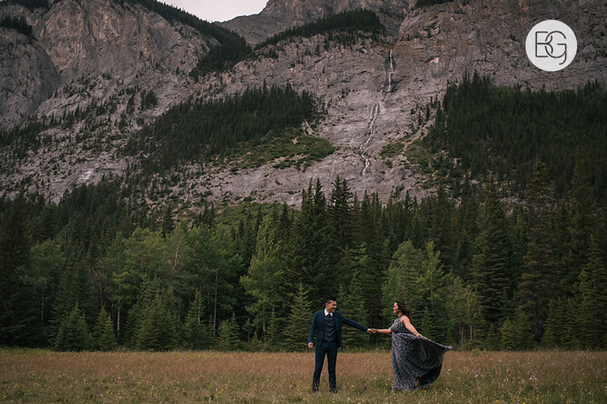 Banff_wedding_photographers_engagement_AngelaWandy_05.jpg