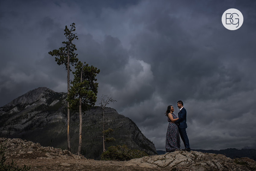 Banff_wedding_photographers_engagement_AngelaWandy_08.jpg
