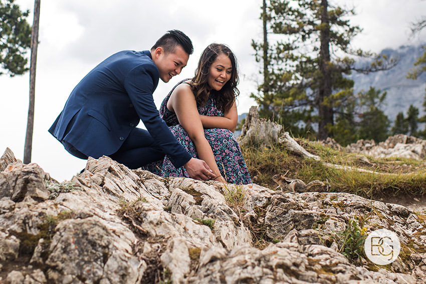 Banff_wedding_photographers_engagement_AngelaWandy_09.jpg