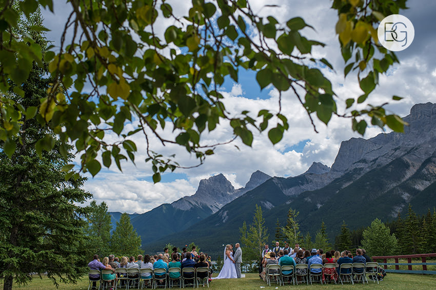 Canmore_wedding_photographers_Michelle_Nathan06.jpg