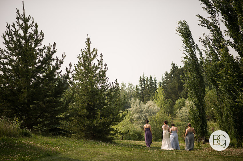Edmonton-wedding-photographers-lions-gardens-outdoor-wedding-tofield-shireenlance-22.jpg