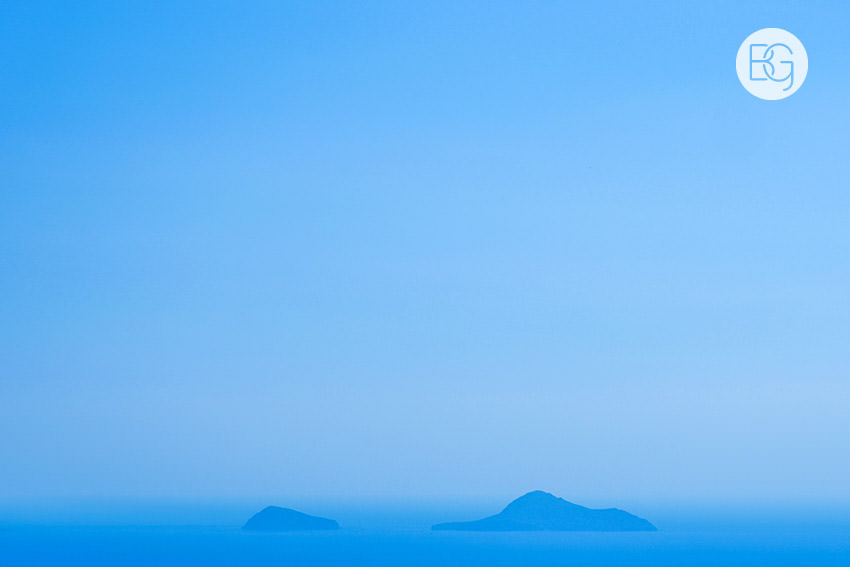 Edmonton-destination-wedding-photographers-santorini-wedding-megalochori-oia-regken-01.jpg