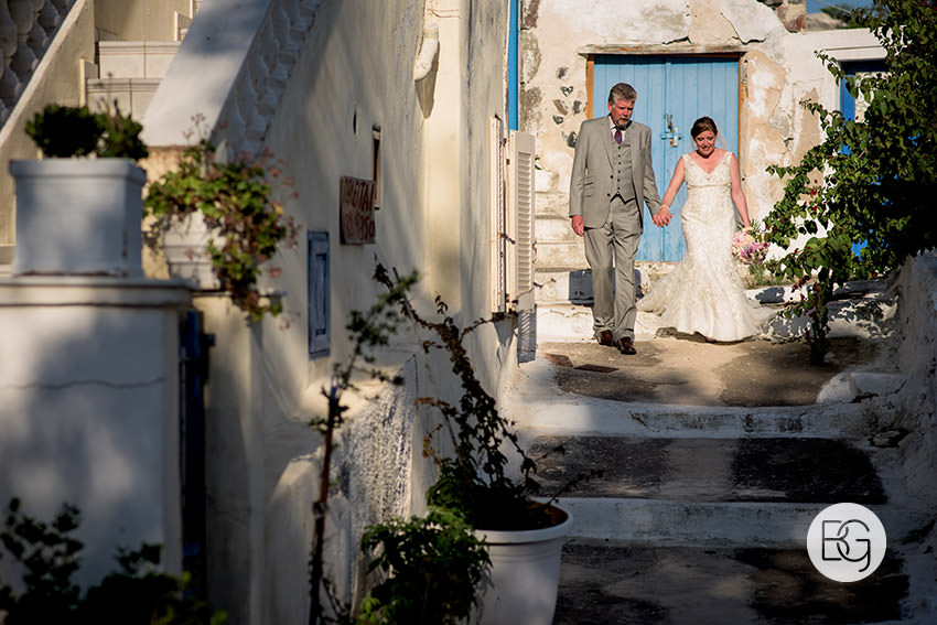 Edmonton-destination-wedding-photographers-santorini-wedding-megalochori-oia-regken-43.jpg