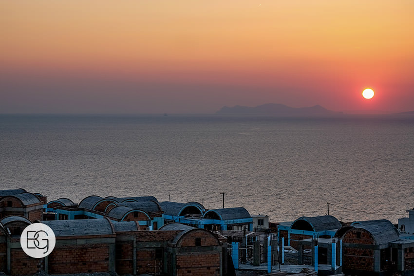 Edmonton-destination-wedding-photographers-santorini-wedding-megalochori-oia-regken-47.jpg