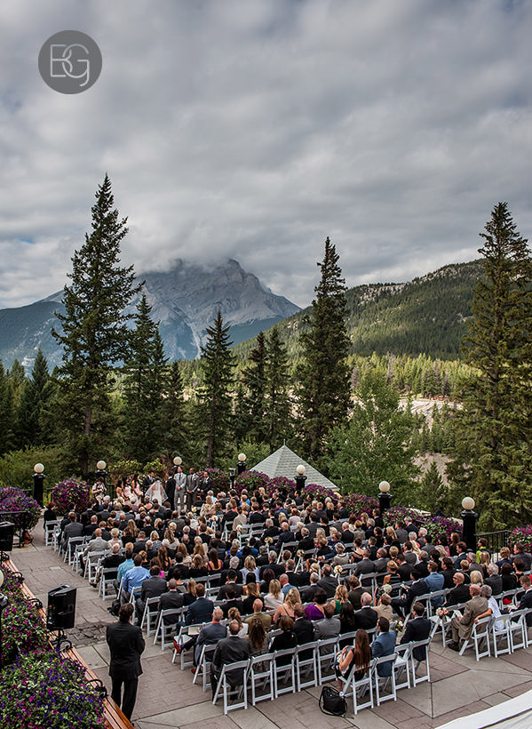 outdoor wedding ceremony patio fairmont banff springs htoel