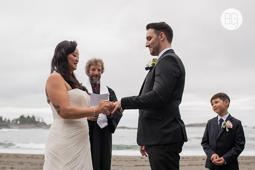 LindaMatt_blog_tofino_wedding_41.jpg