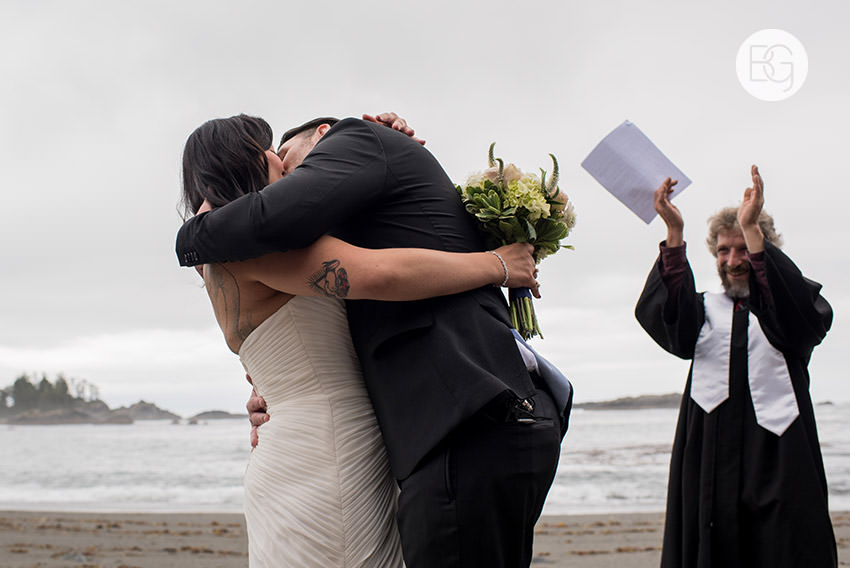 LindaMatt_blog_tofino_wedding_44.jpg