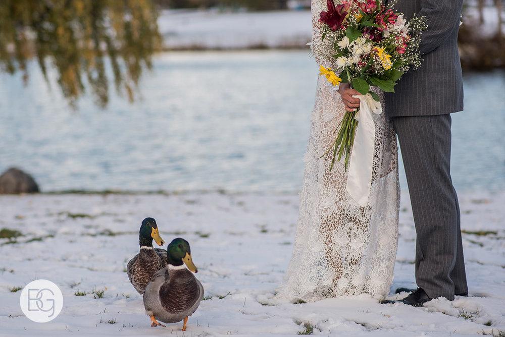 Chloe_Shane_edmonton_wedding_photographer_el_cortez_neon_26.jpg