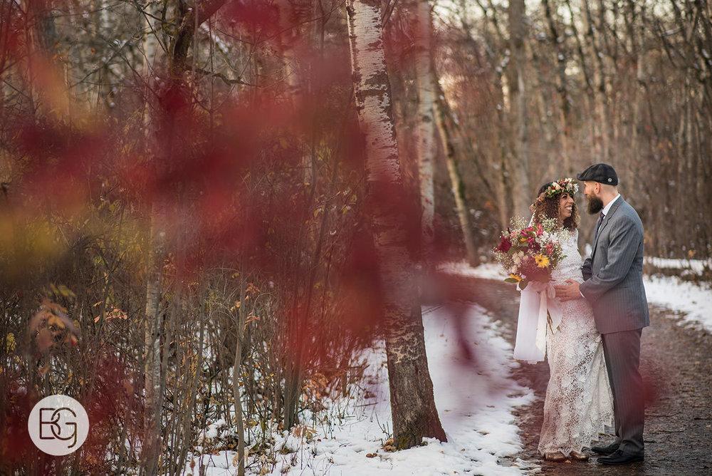 Chloe_Shane_edmonton_wedding_photographer_el_cortez_neon_30.jpg