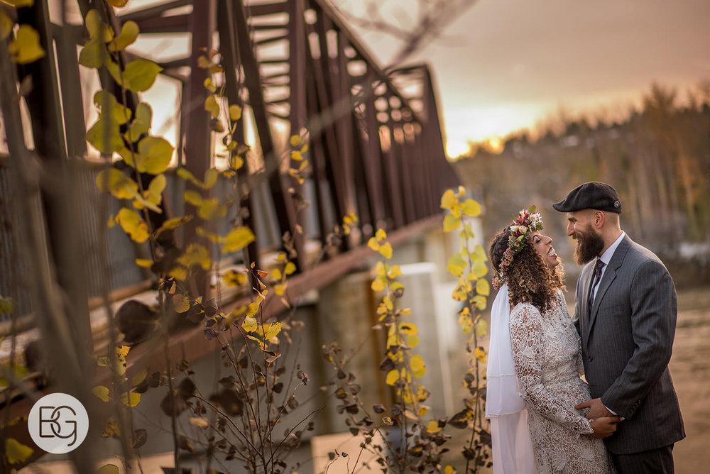 Chloe_Shane_edmonton_wedding_photographer_el_cortez_neon_34.jpg