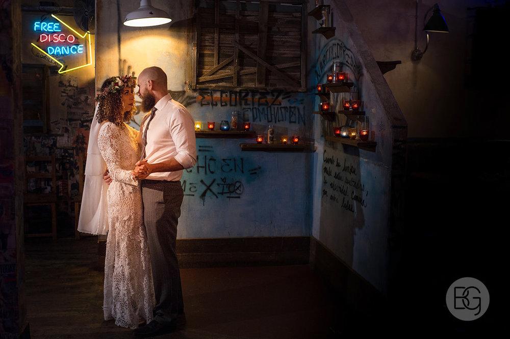 Chloe_Shane_edmonton_wedding_photographer_el_cortez_neon_47.jpg