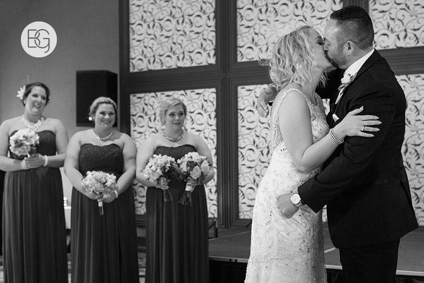 Edmonton_wedding_photographers_delta_south_top_of_the_inn_taylor_kail_25.jpg
