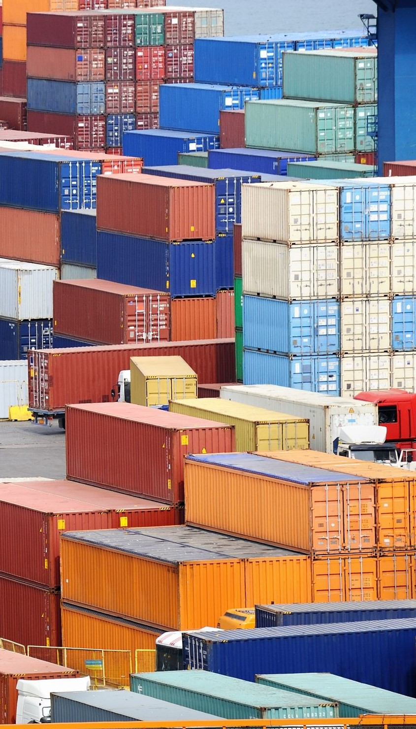 13724177_l-sea-container-warehouse-and-truck.jpg