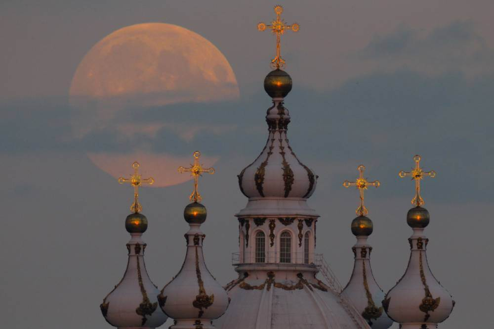 Super Moon on 9/9/2014 (AP Photo/Dmitry Lovetsky)