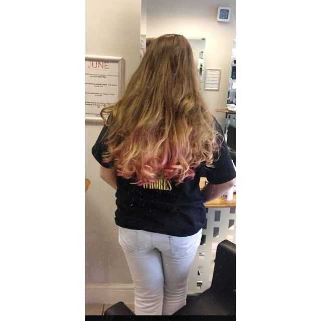 A hint of pink! Blonde & pink #loreal #hairchalk dip dye done by Amy x