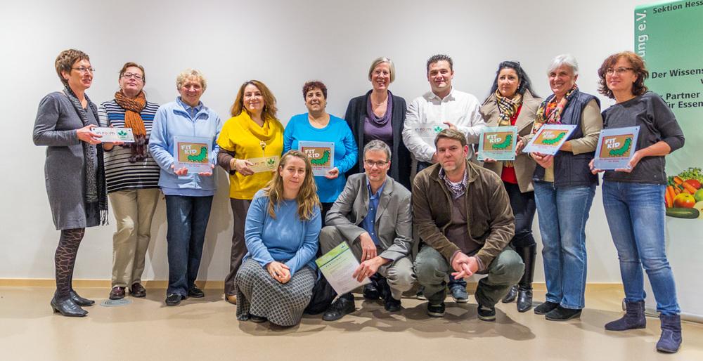 Küchenkräfte und Caterer der Kitas St. Bonifatius werden mit dem DGE-Zertifikat ausgezeichnet. Foto: 2013 B.Dahlhoff