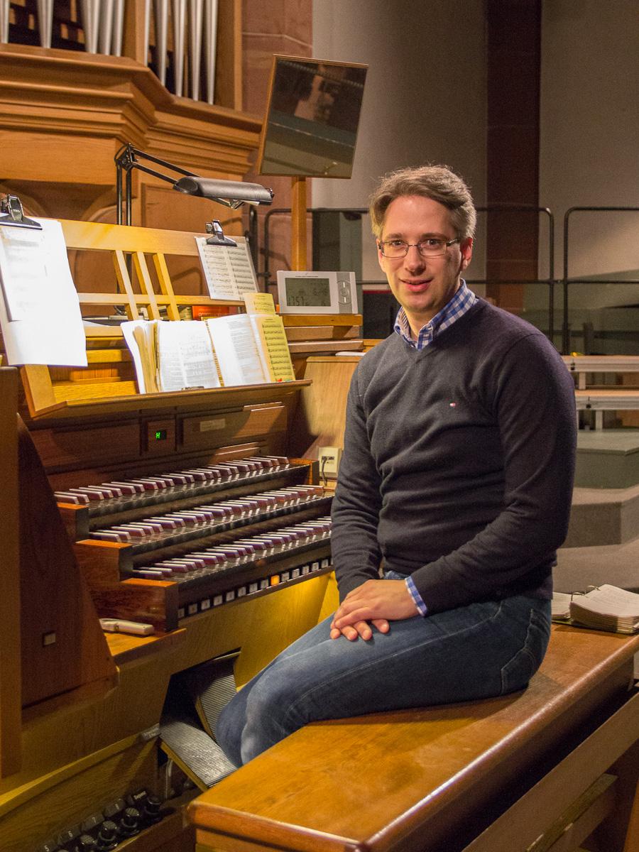 Cornelius Dahlem an der Orgel in St. Bonifatius. Foto: Benjamin Dahlhoff