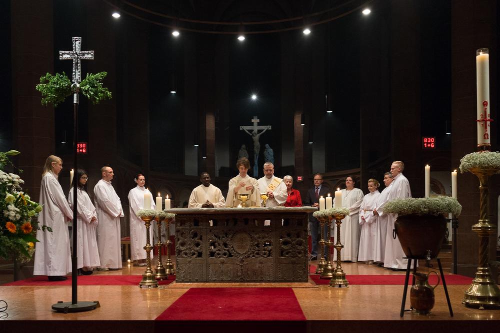 Eucharistiefeier mit den getauften Erwachsenen in der Osternacht 2014. Foto: Benjamin Dahlhoff