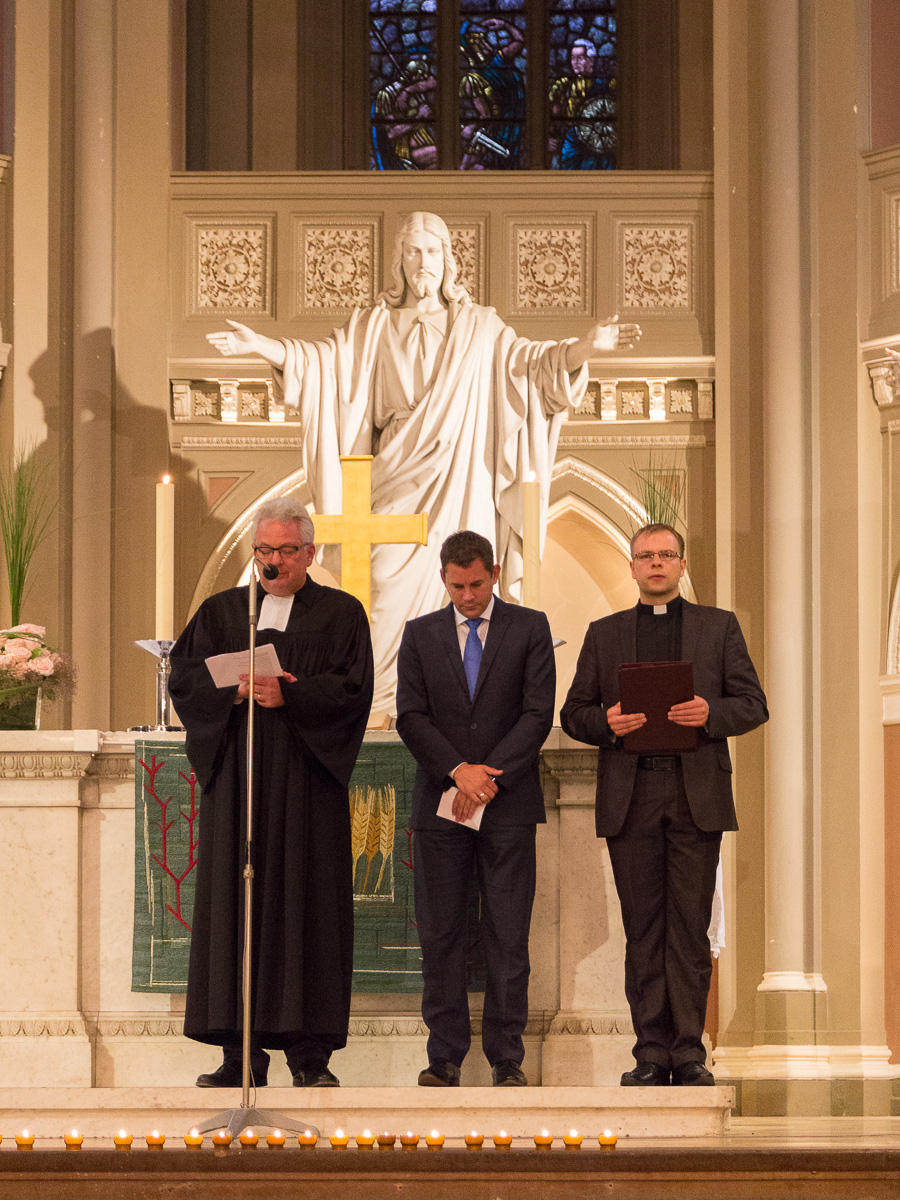Friedensgebet in der Marktkirche. Pastor Jeffrey Myers (Links), Oberbürgermeister Sven Gerich (Mitte), Kaplan Radoslaw Lydkowski (Rechts). Foto: 2014 Benjamin Dahlhoff