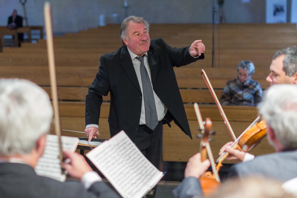 Werner Seyfried bei Generalprobe des Chors von St. Andreas vor der Orchestermesse am 23.9.2012. Bild: Benjamin Dahlhoff