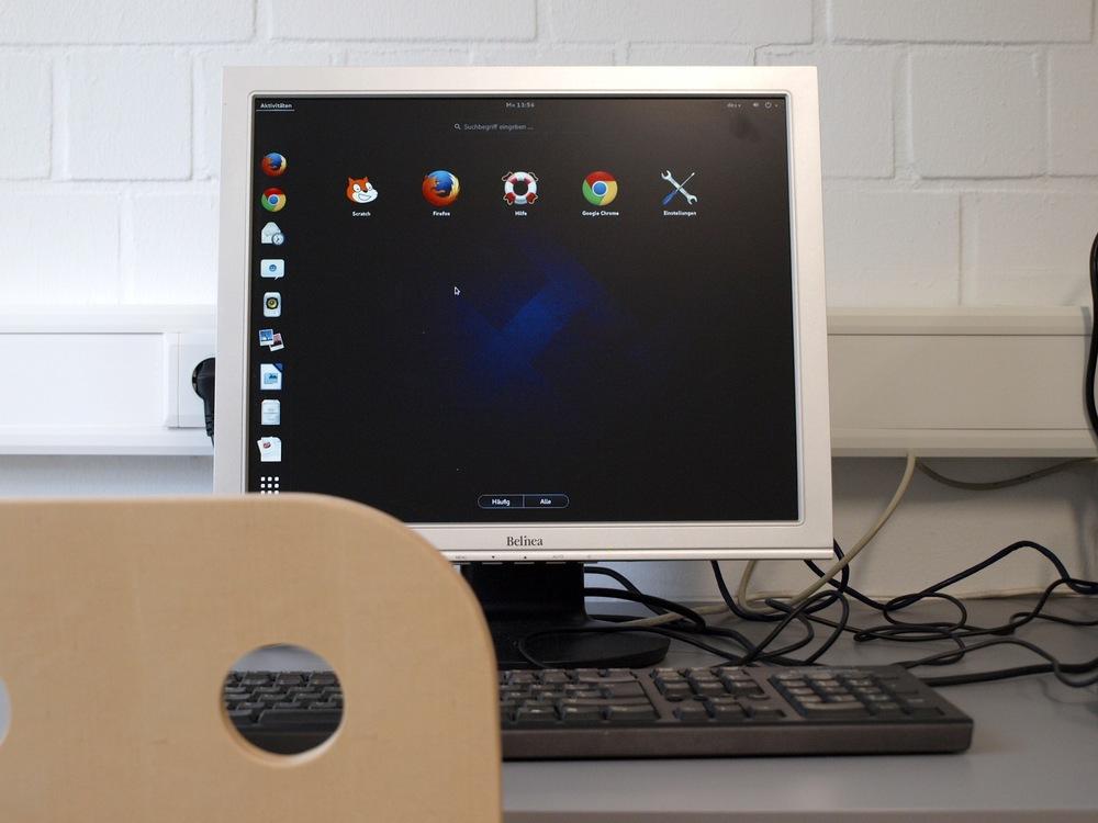 Im PC-Labor stehen 5 Computerarbeitsplätze wie dieser zur Verfügung.