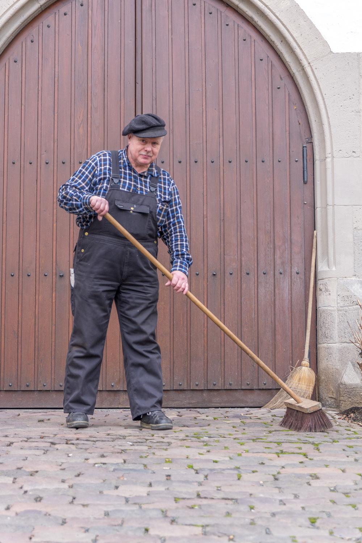 Bodo Becker in seiner Rolle als Hausmeister. Foto:Januar 2015, Benjamin Dahlhoff