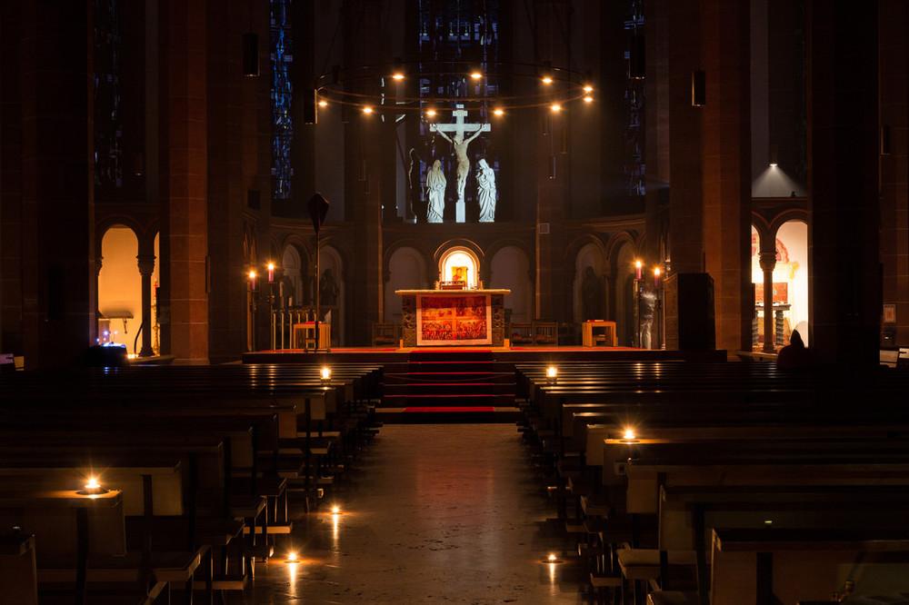 Nächtliche Bonifatiuskirche. Foto: B. Dahlhoff