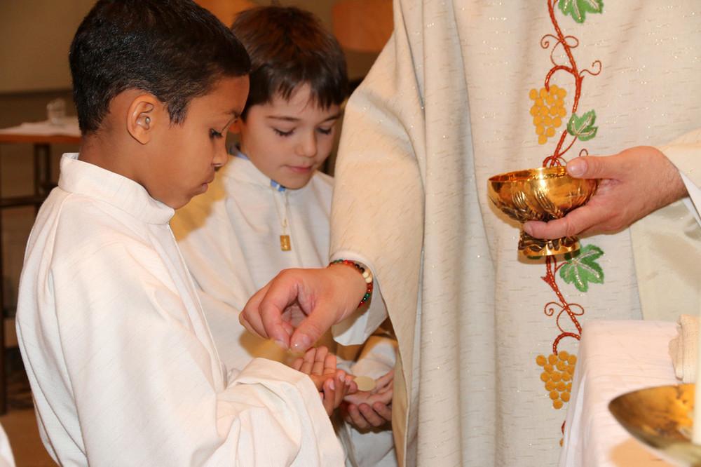 Erstkommunion in der spanischsprachigen Gemeinde in Dreifaltigkeit. Foto:Marco-Daniel Ziegler