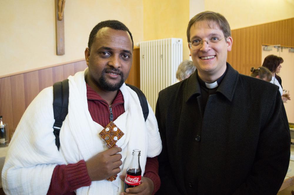 Pfarrer Nebel und der Geistliche der eritreischen Gemeinde