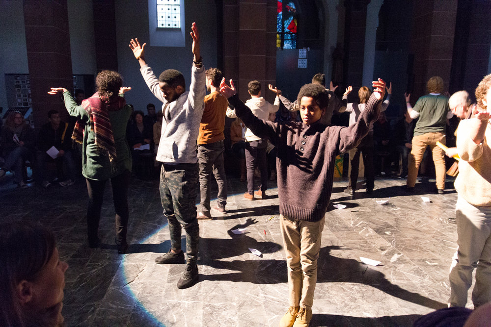"Theateraufführung ""Zu neuen Ufern"" am 9. Oktober 2016 in Maria Hilf / KANA. Foto: B. Dahlhoff 2016]"