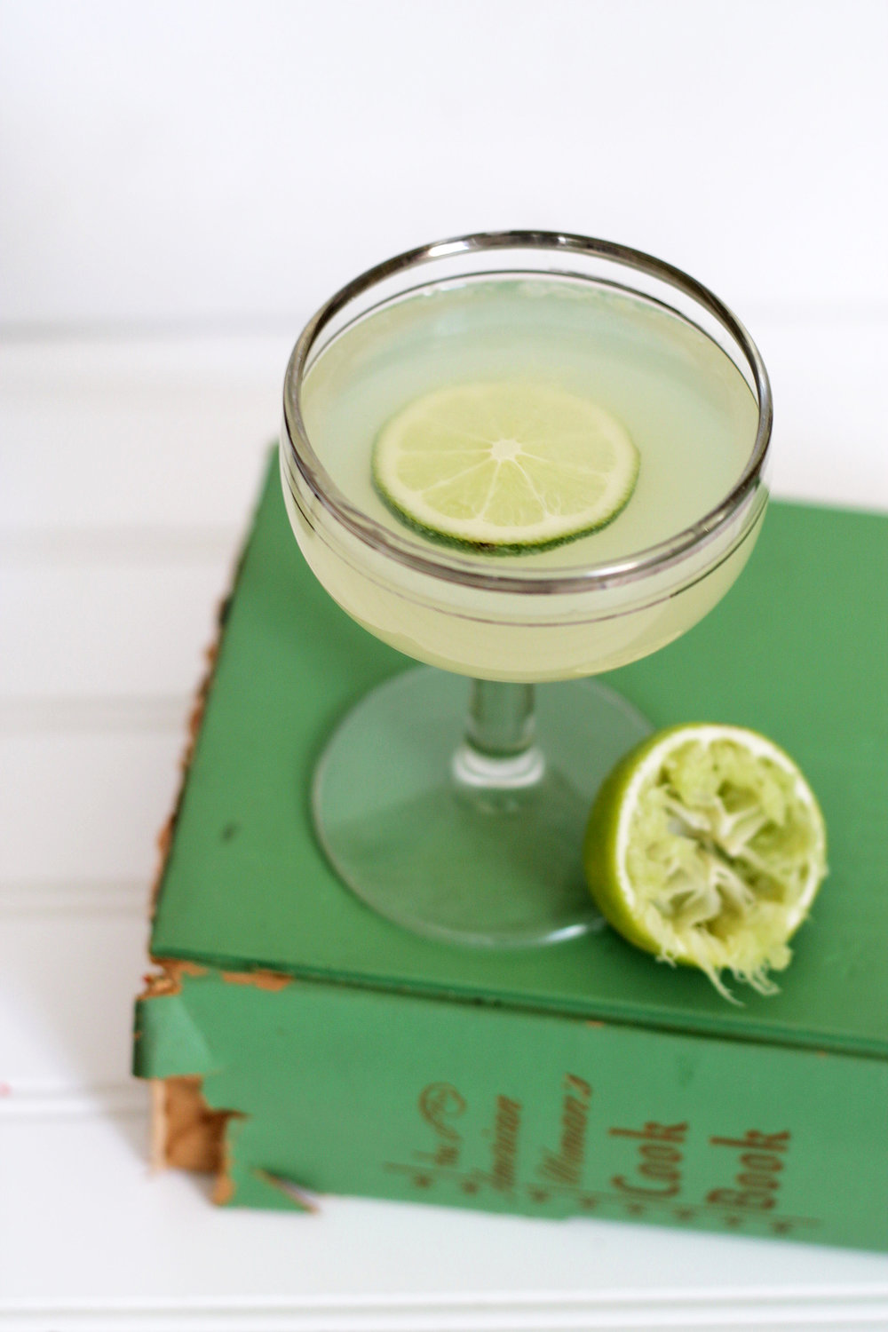 Get this Lavender Gimlet recipe from UnusuallyLovely.com