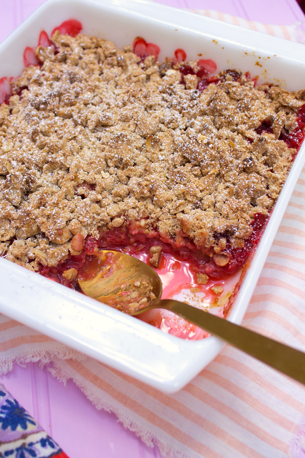Perfect for breakfast or dessert: Strawberry Rhubarb Crisp! UnusuallyLovely.com