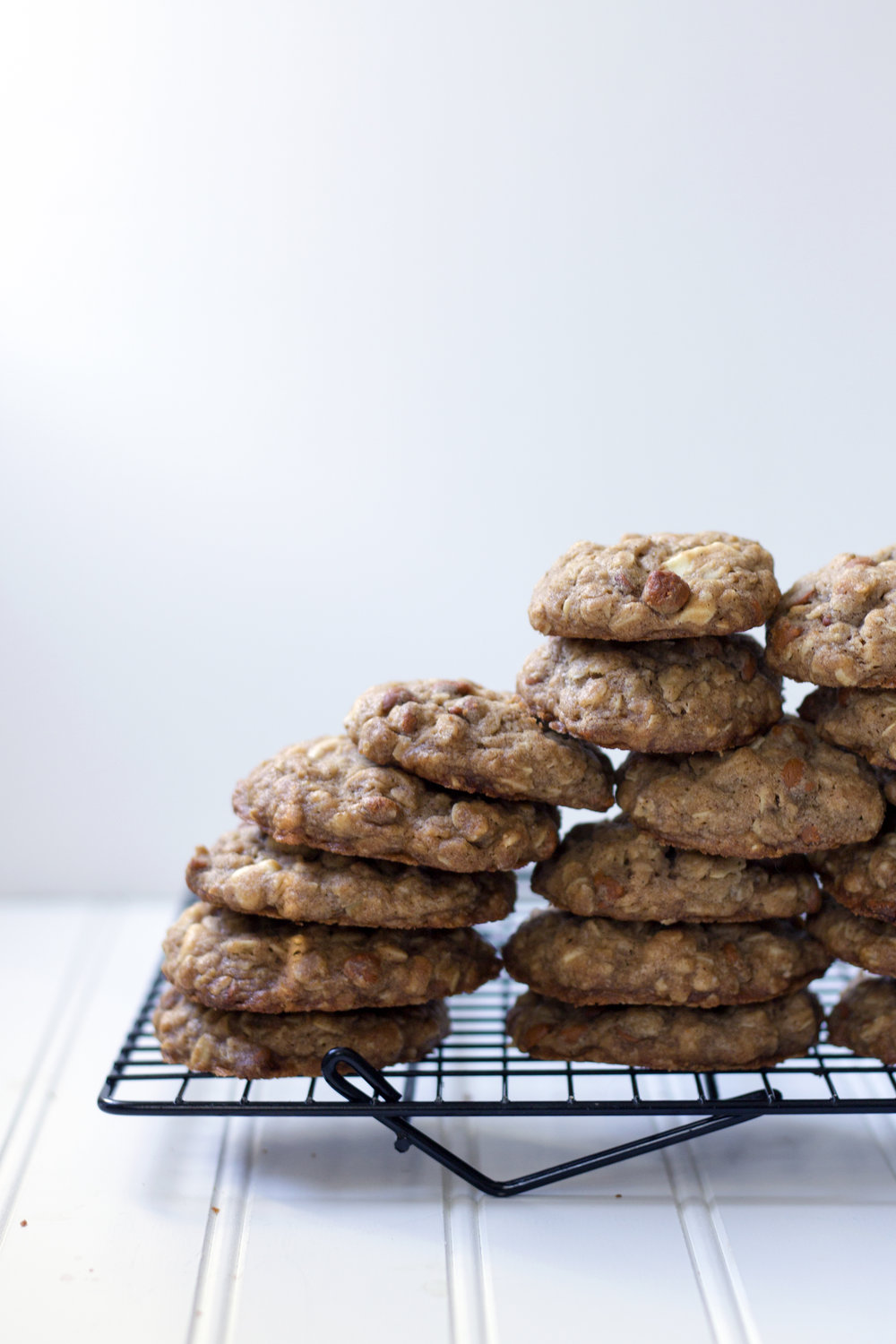 Cinnamon & White Chocolate Oatmeal Cookies. Unusuallylovely.com