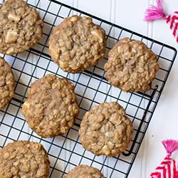 cinnamon & white chocolate chunk oatmeal cookies