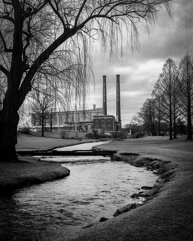 #hersheychocolatefactory on Christmas afternoon shot with my #pentax67 with #kodaktrix400 pushed to 1600 using the 90mm f2.8. Such a good time walking the streets with the family getting to take photos!  #webelieveinfilm #staybrokeshootfilm #filmphotography #filmphotographic #120film #kodakprofessional #kodak #hershey #hersheypa #believeinfilm #filmisnotdead #filmfeed #photofilmy #blackandwhitephotography