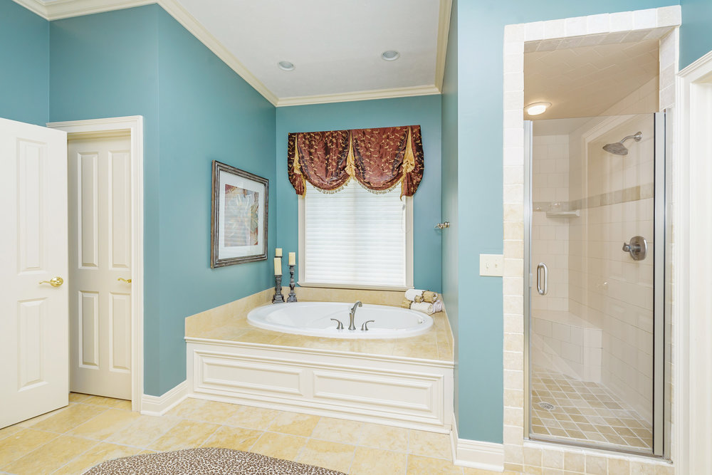 13_Master Bathroom.jpg