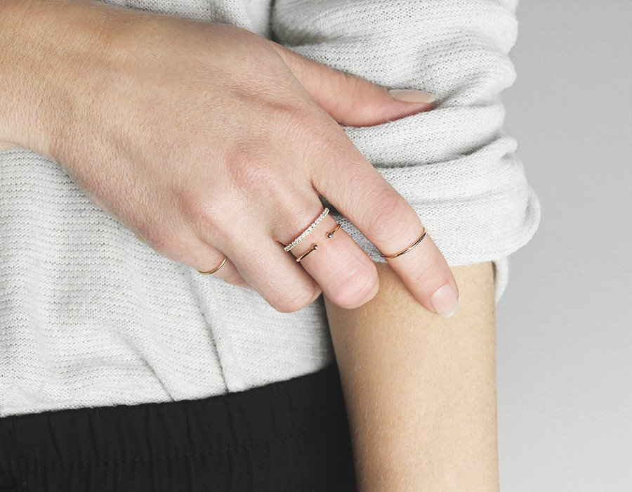 Vrai and Oro Dot Ring
