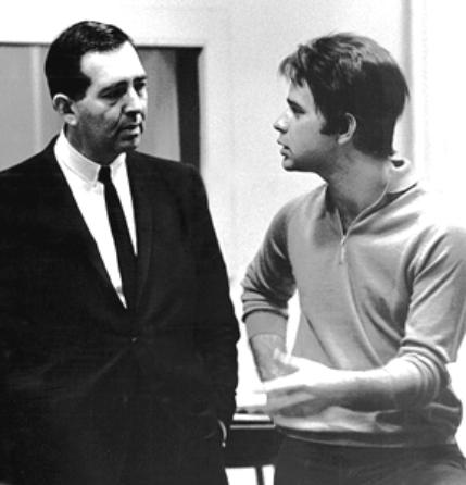 Stan Polley (izq.) junto a Evans