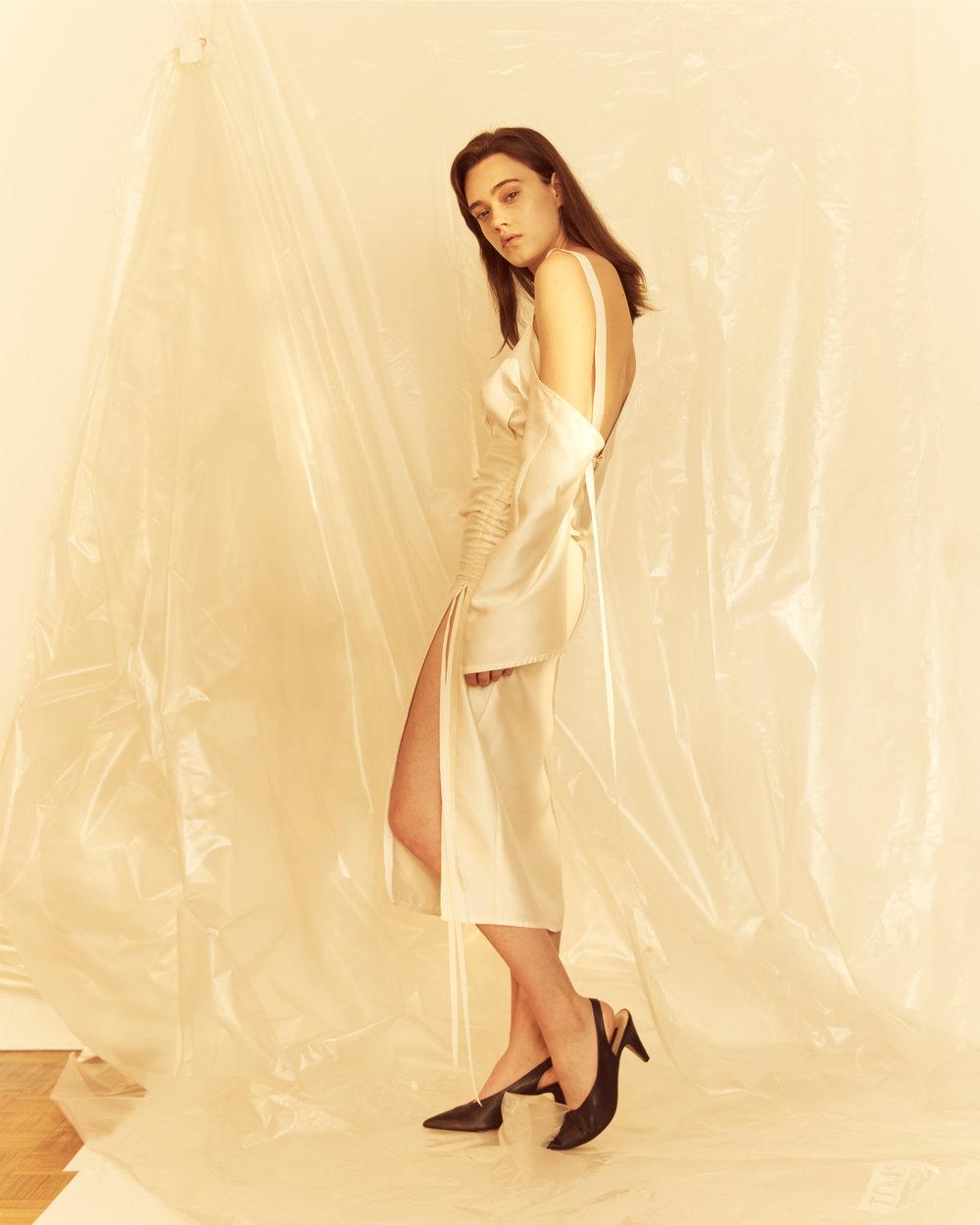 ARRIVÉE Tie-shouldered dress