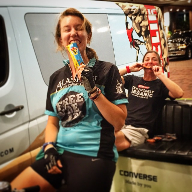 #BostonPedicab'a @theamyhoffman hanging with our girl Robin from #Clif bar  We burn gazillions of calories so LOVE our freebies!!!! Thanks Robin!  #PedicabNation #Clifbar #slablife #Boston #BackBay #nom #150RidesOfSummer