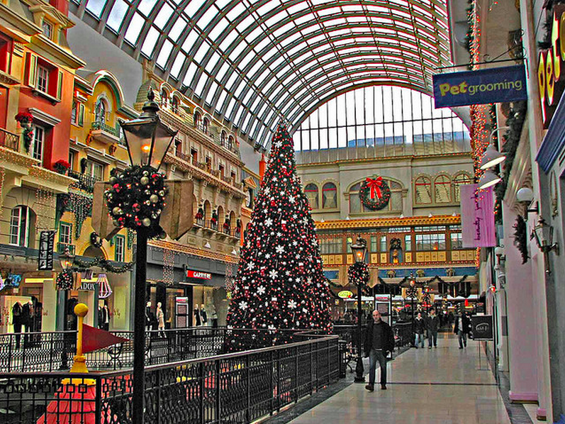 Europa Boulevard at West Edmonton Mall. Photo:   partner.psav.com
