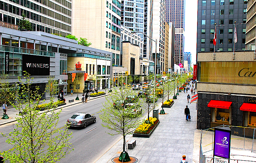 Bloor Street West. Photo:    androiduk ,     urbantoronto.ca