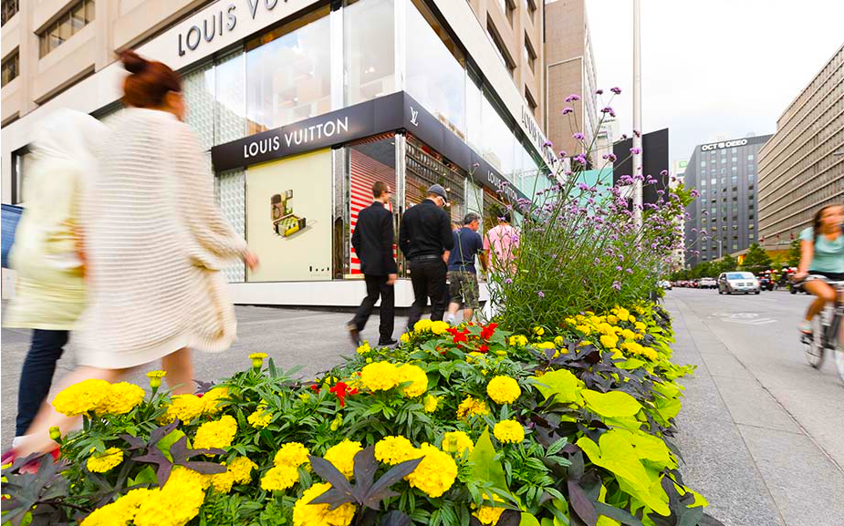 Shopping Bloor Street West in the springtime. Photo: Henry Lin for Bloor-Yorkville.com