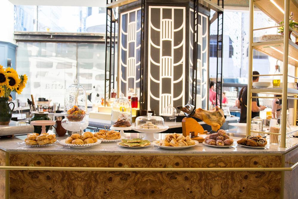 Breakfast selection at the ground-floor octagonal bar. Photo:lenarestaurante.com