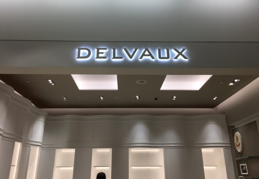 (The Delvaux boutique was being finished and was un-merchandised when we took this photo on Monday, October 17).