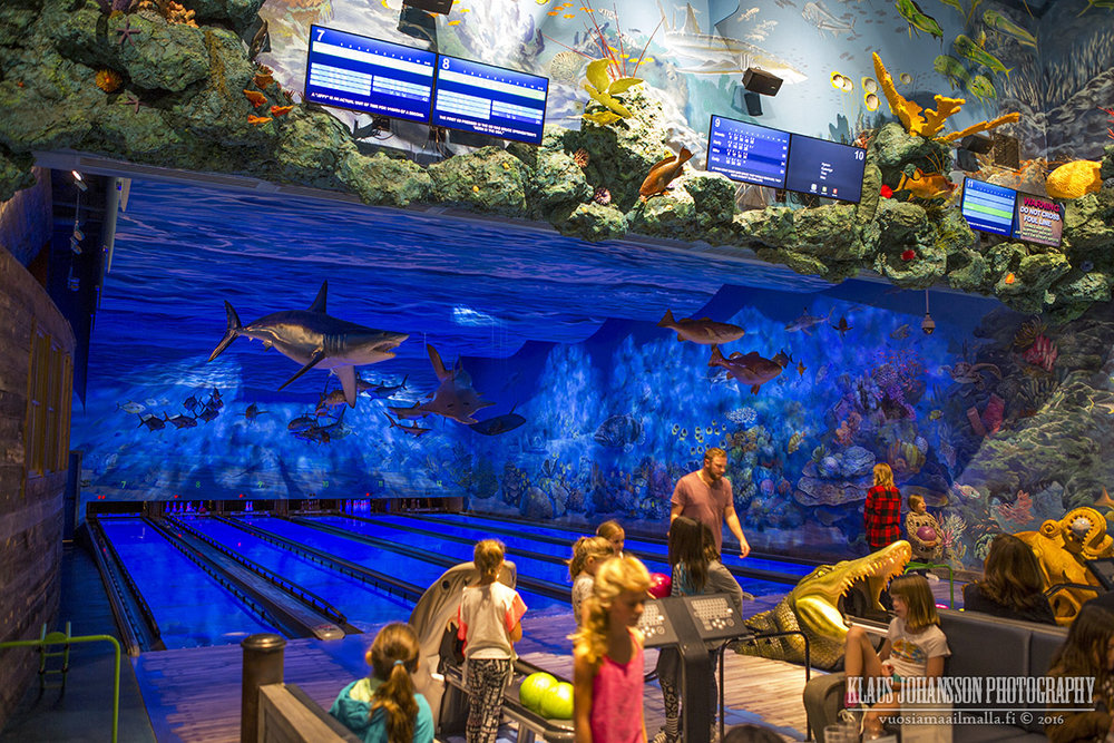 (Aquatic-themed bowling)