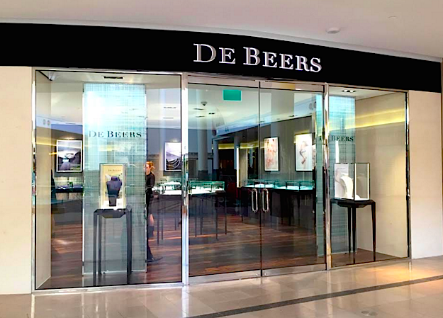 (De Beers at Toronto's CF Sherway Gardens. Photo: CF Sherway Gardens via Twitter)